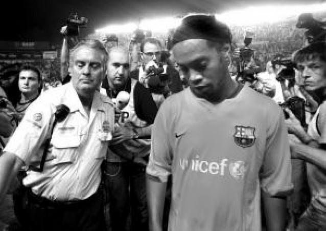 Ronaldinho, de nuevo ausente
