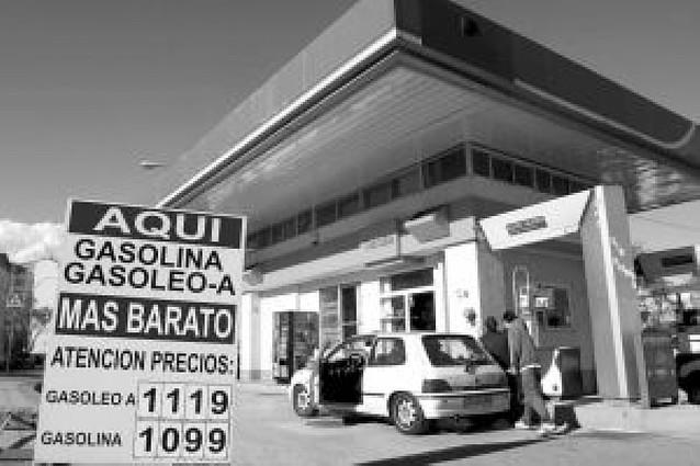 Llenar el depósito de diésel cuesta hoy en Navarra 12 euros más que hace año y medio
