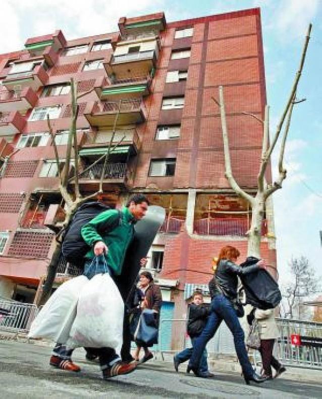 Los Mossos creen que una mezcla de butano y gasolina provocó la explosión de Barcelona