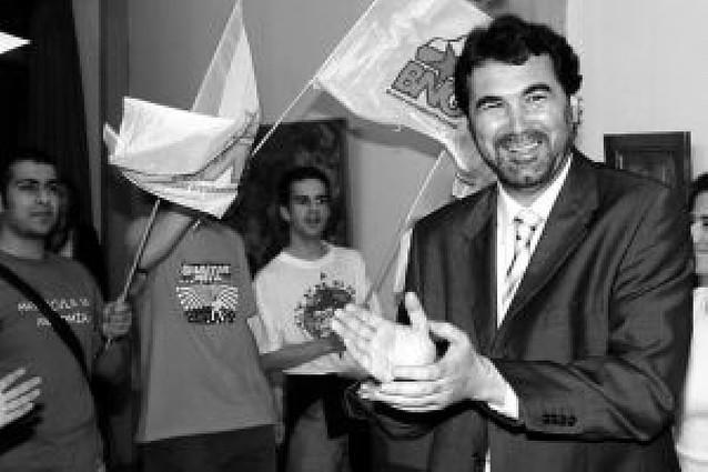 El PSOE negociará primero con PNV y BNG los apoyos a la investidura de Zapatero
