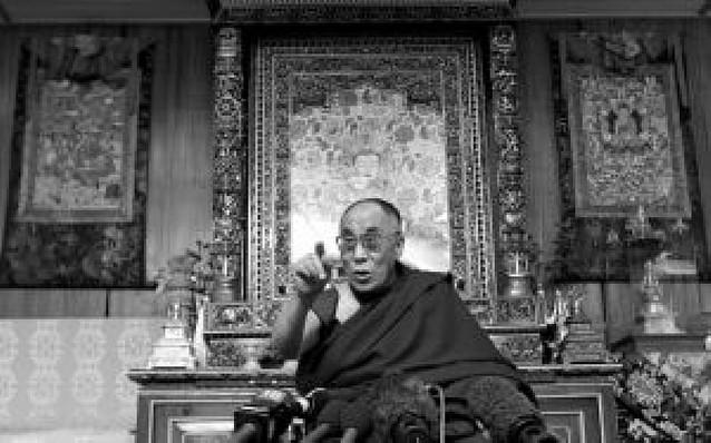 El Dalai Lama amenaza con dimitir si los tibetanos de China recurren a las armas