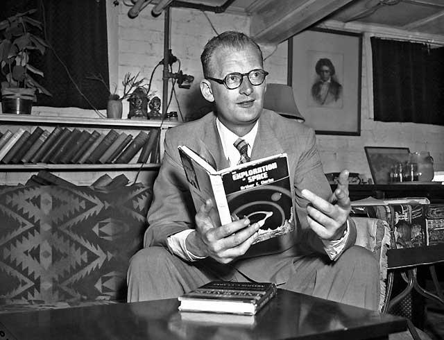 Muere a los 90 años el escritor británico de ciencia ficción Sir Arthur C. Clarke
