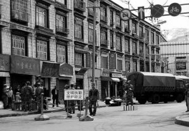 """China afirma que 105 tibetanos se han entregado """"arrepentidos"""" de sus actos"""