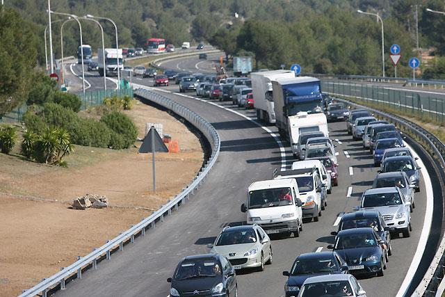 Se mantiene la normalidad en el tráfico, con pequeñas retenciones en la salida de Madrid y en la costa