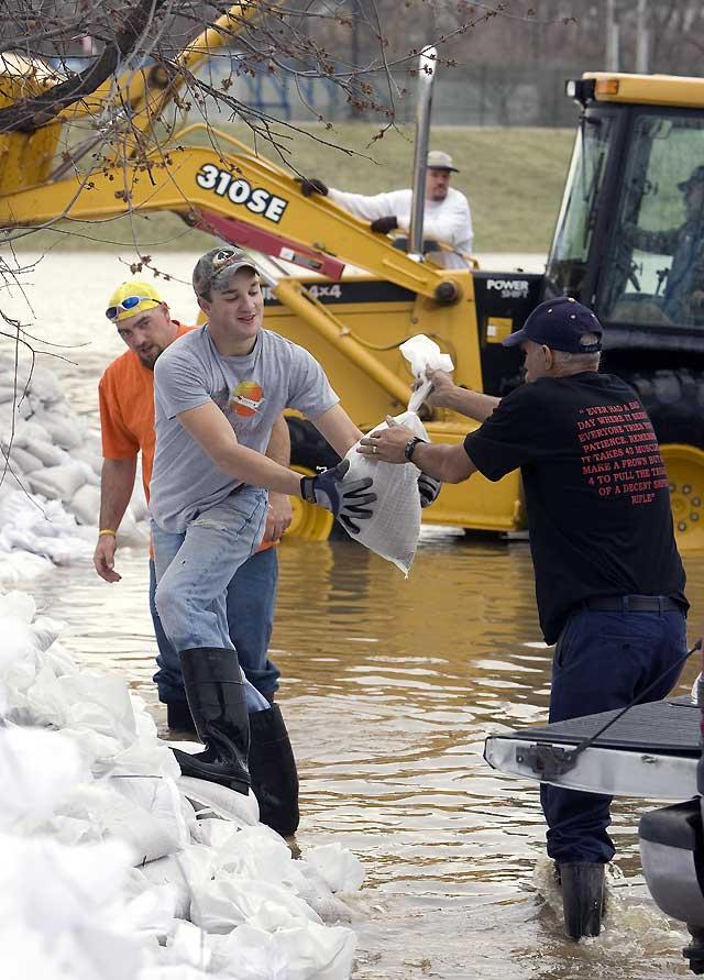 Decenas de miles de damnificados por las inundaciones en el centro de Estados Unidos