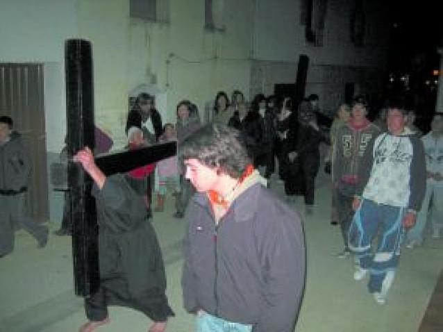 La procesión de Oteiza moviliza a 50 personas como costaleros