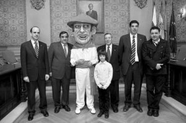 La Orden del Volatín entrega a Buñuel el Cabezudo Tudelano
