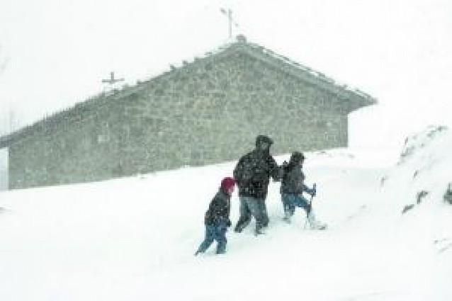 Cortado el acceso a San Miguel por 20 cm de nieve