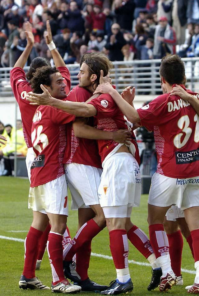 El Murcia resucita con un genial Iván Alonso (4-0)