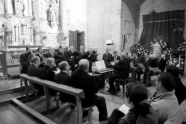 Un centenar de personas asistieron al concierto de gregoriano en Olite