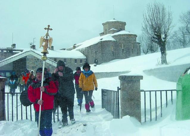 San Miguel dejó Aralar con 70 cm de nieve para iniciar su periplo por Navarra