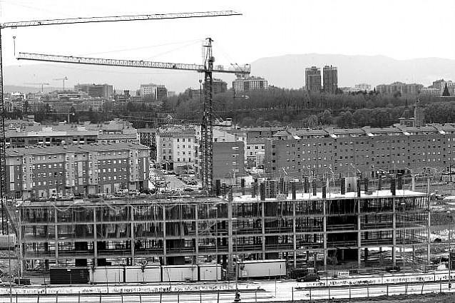El número de viviendas construidas bajó un 36% en 2007 y pasó de 10.640 a 6.777