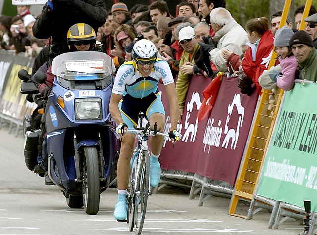 Alberto Contador sorprende en la 'crono' y toma el mando en la Vuelta a Castilla y León