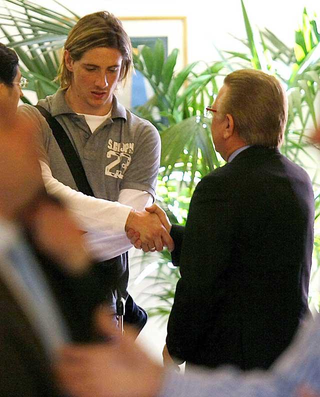 España se entrena con Marchena pero sin Torres ni Puyol