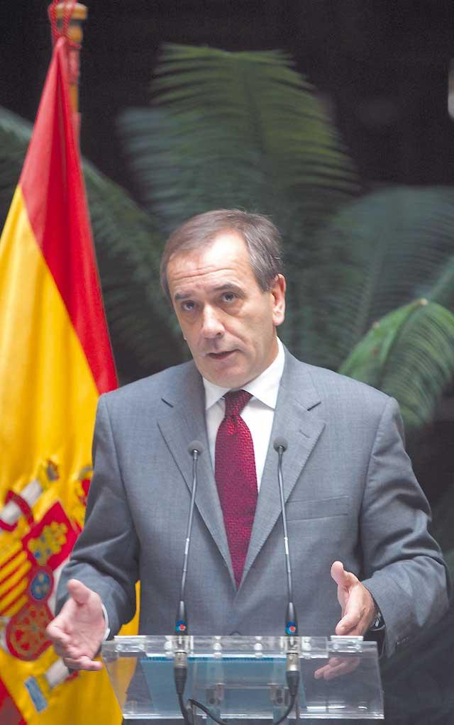 """El PSOE ofrece a CiU y PNV un diálogo """"sin condiciones previas ni límites"""""""