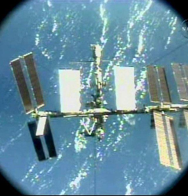 El transbordador espacial Endeavour inicia su regreso a la Tierra