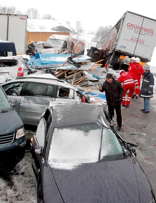 Un muerto en un accidente múltiple por las condiciones invernales en una autopista austriaca