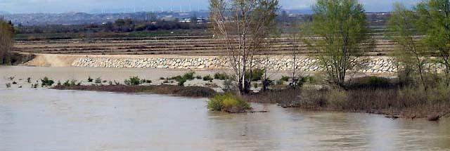 El aumento de caudales del río Ebro, a su paso por Zaragoza, alcanzará el viernes los 1.300 metros cúbicos por segundo