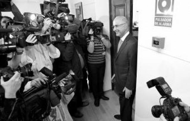 El PSOE dará puestos a CiU y PNV en el Congreso si votan a Bono