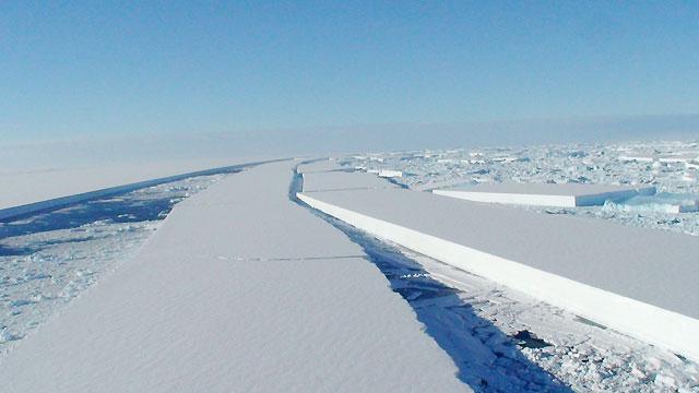 Un enorme glaciar antártico se desgarra por efecto del cambio climático