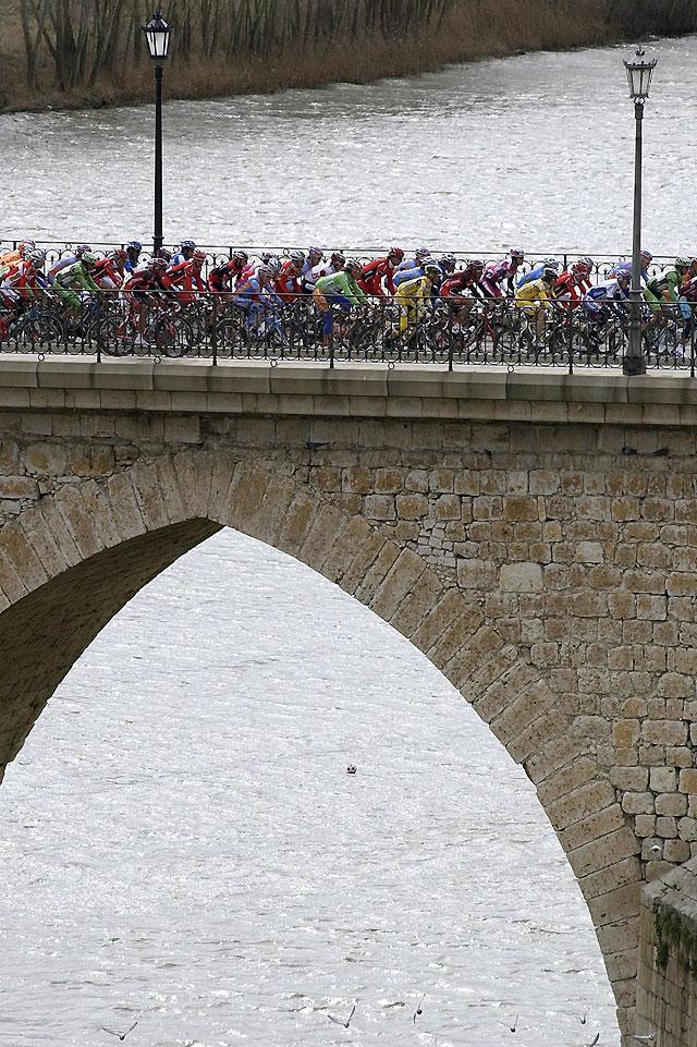 Ventoso (Cajasur) arrebata a Samuel Sánchez la victoria de la etapa en Castilla y León