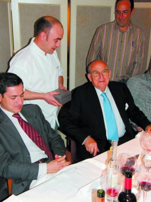 Entrega del Premio Gastereo de honor a Víctor Manuel Sarobe