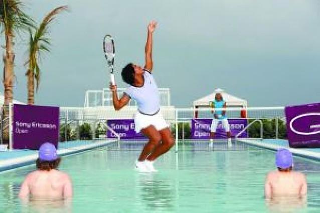 Rafa Nadal también sabe jugar a ténis sobre agua