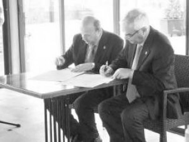 Firmado el hermanamiento entre Burlada y Baeza