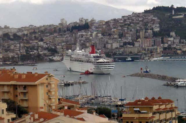 Evacuados todos los pasajeros del crucero encallado en la costa de Turquía