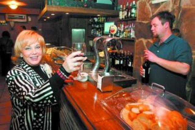 La cantante Karina rompe su relación con el restaurante El Portón