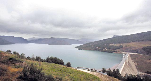 Las lluvias permiten completar el llenado del Pantano de Itoiz