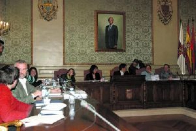 """UPN aprueba el presupuesto de 2008 y la oposición lo define como """"ficticio"""""""