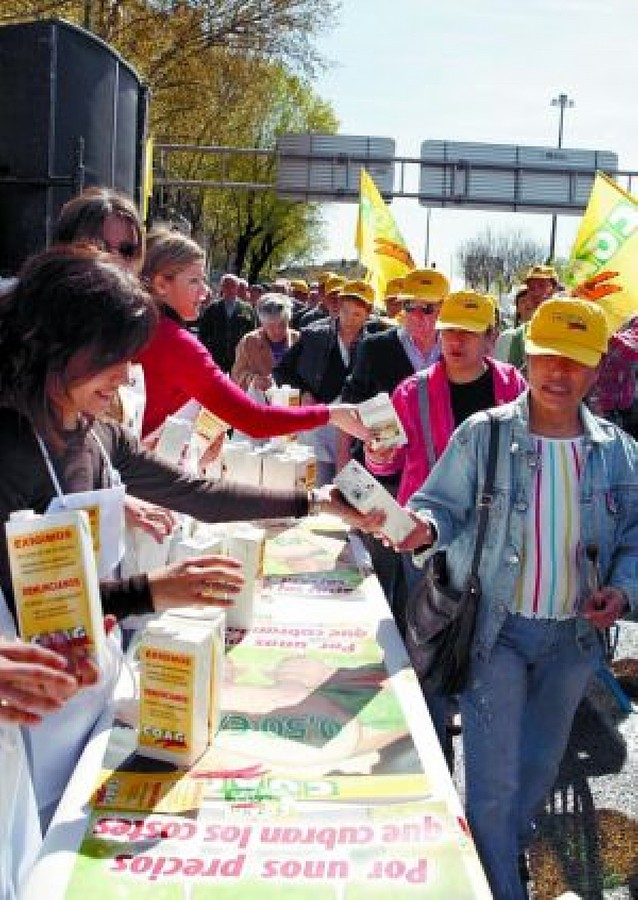 Reparto de leche gratis en Madrid