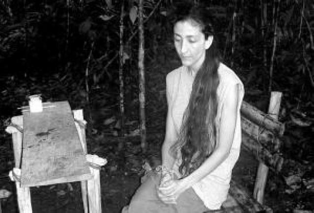 Uribe ofrece liberar a presos de las FARC a cambio de Betancourt y otros rehenes