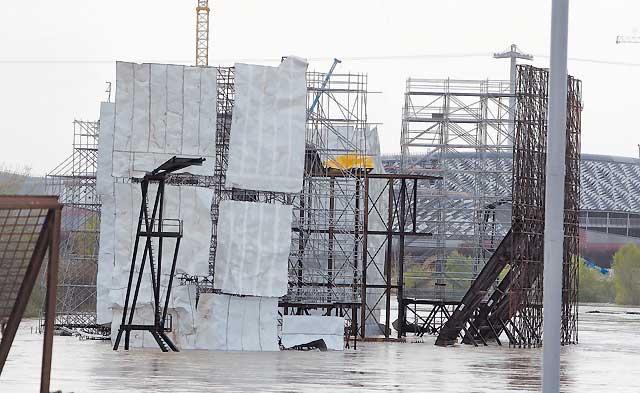 La crecida del Ebro hizo temer por las obras de la Exposición de Zaragoza
