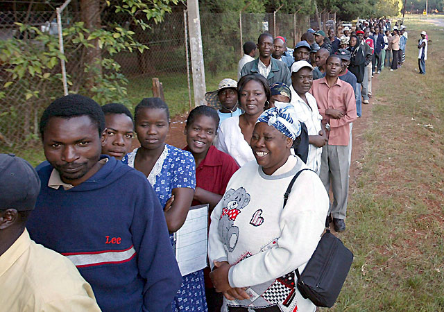 Pocos incidentes en la jornada electoral en Zimbabue