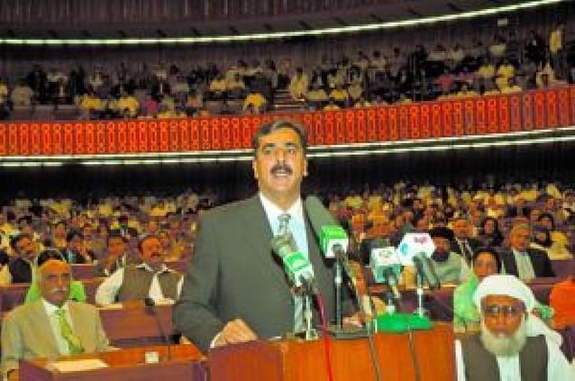 Todo el Parlamento de Pakistán da su confianza a Yusuf Razá Guilani