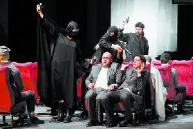 """Los """"Versos satánicos"""" se estrenan en paz en el teatro de Potsdam"""