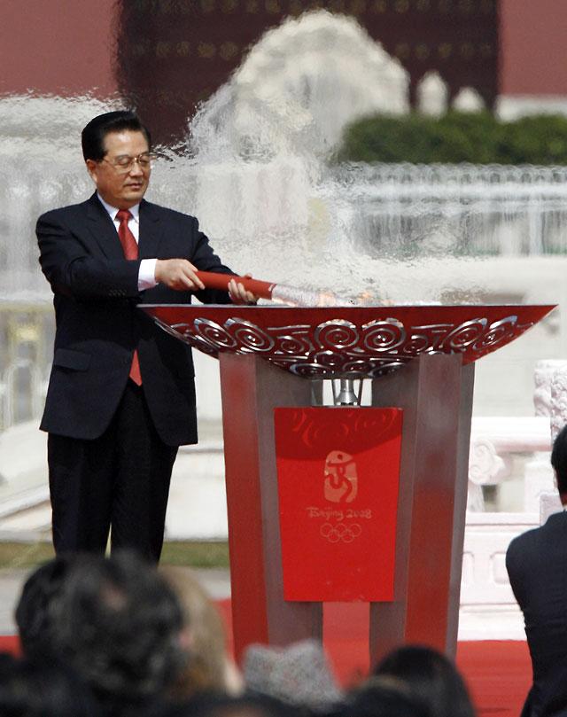 La llama olímpica llega a Pekín entre fuertes medidas de seguridad