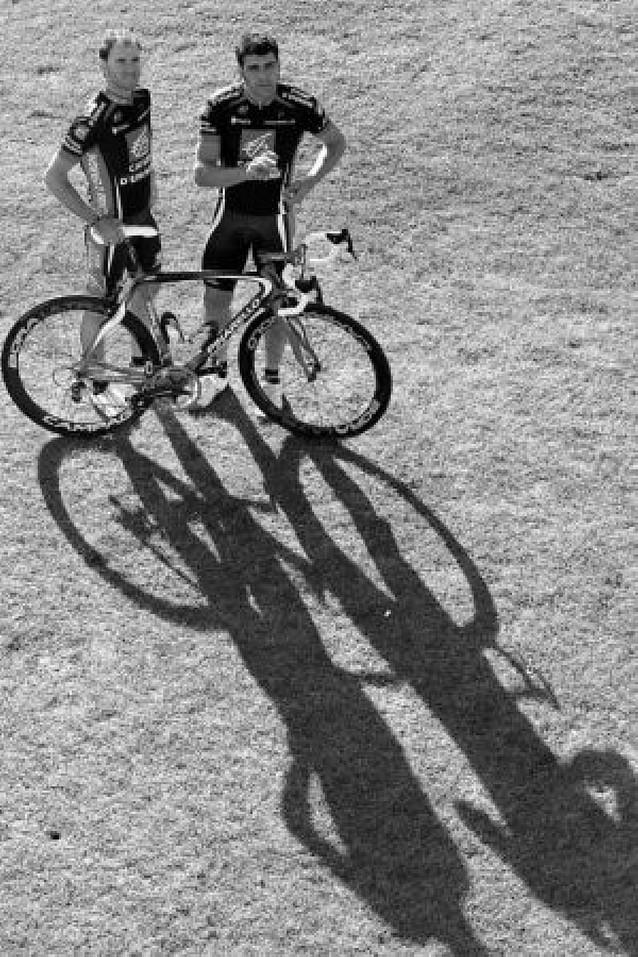 Valverde y Pereiro lideran el Caisse en el G.P. Induráin