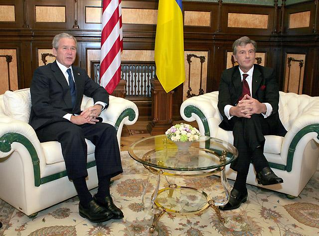 Bush expresa su apoyo a la entrada de Ucrania y Georgia en la OTAN