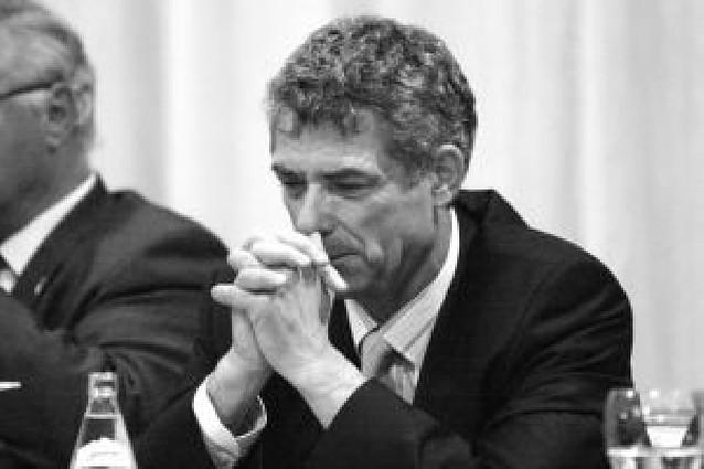 La oposición a Villar se mueve