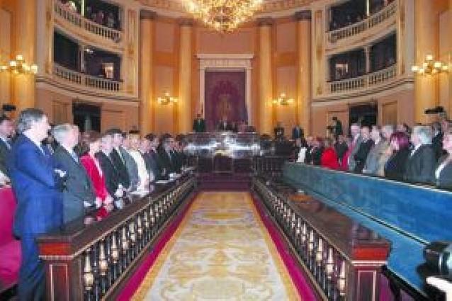 El Senado abrió la sesión con un minuto de silencio por Carlos Chivite