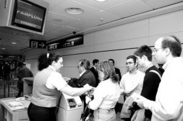 Los usuarios que reservaron viaje para volar desde mayo con Spanair esperan solución