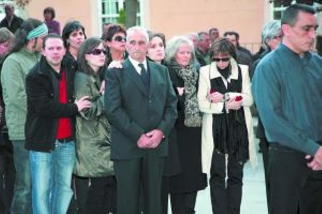 Multitudinaria y emotiva despedida al socialista Carlos Chivite en Cintruénigo