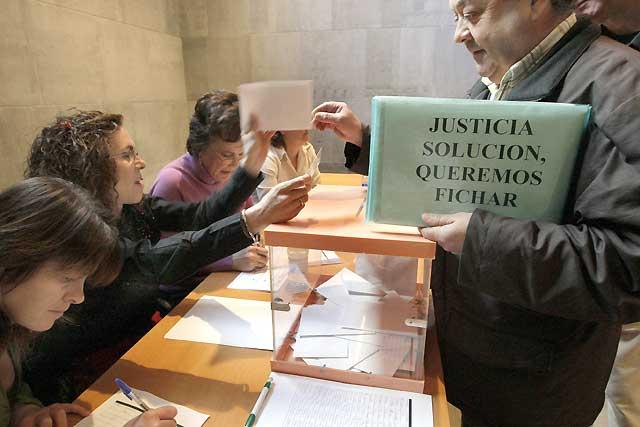 Los funcionarios de Justicia rechazan la propuesta del Gobierno y deciden seguir en huelga