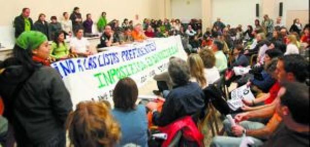 Los sindicatos proponen tres listas diferentes para contratar a los interinos