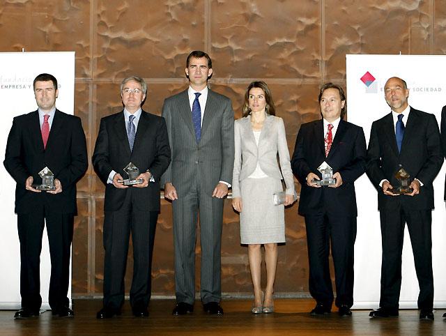 El Príncipe de Asturias entrega a Caja Navarra el Premio Empresa y Sociedad 2008