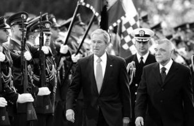 Bush visita Croacia antes de abordar con Rusia las diferencias