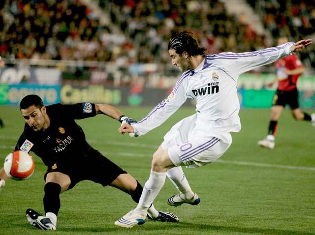 El Madrid sufre para arrancar un empate en Mallorca